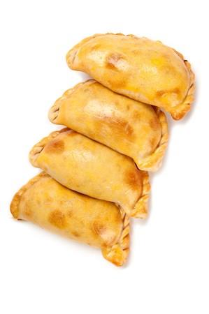 Gruppe von Latin American Empanadas. Die Empanada ist eine Konditorei-Umsatz und gebacken oder gebraten mit einer Vielzahl von ausgezeichnete Zutaten gefüllt. Standard-Bild - 6989175