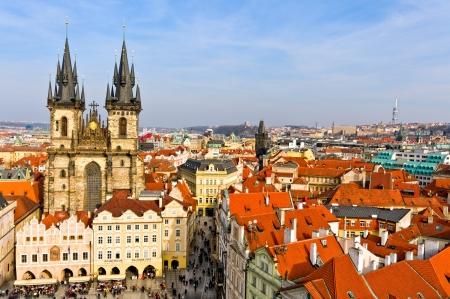 PRAGUE, Tschechische Republik - 12. März: Blick von der Kirche Notre-Dame an Tyn und Square, 12. März 2011 getroffen. Die Kirche wurde vor kurzem restauriert und ist sehr beliebte Touristenattraktion. Standard-Bild - 10230280