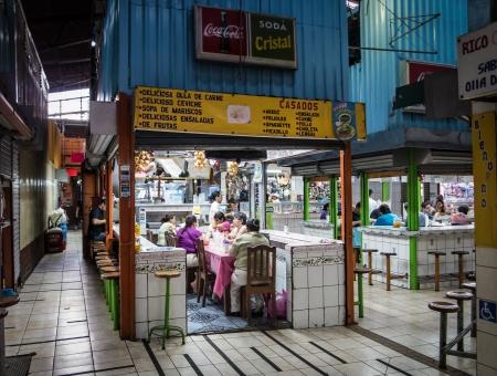 central market: SAN JOSE, COSTA RICA - CIRCA 08 2012 Restaurante en el Mercado Central alrededor del a�o 2012 en San Jos�, una atracci�n muy popular y el mercado m�s grande de la ciudad con m�s de 10 000 visitantes diarios