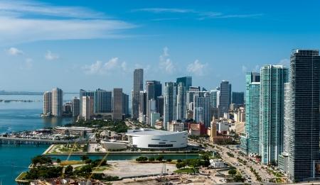 usunięta: Widok z lotu ptaka centrum Miami Wszystkie loga i reklamy usunięte Zdjęcie Seryjne