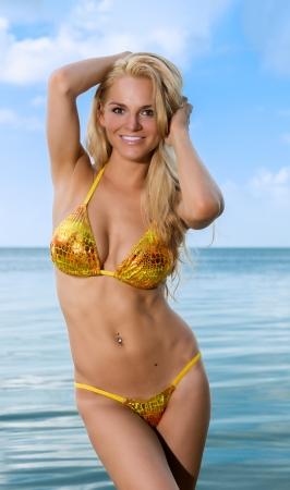 Sinnlich und glückliche Frau am Strand. Standard-Bild - 15489591