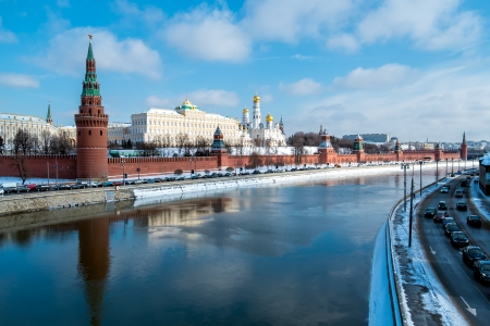moskva river: View of the Kremlin from the banks of the Moskva River in Moscow, Russia.