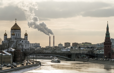 moskva river: View of the Moskva River with the Kremlin and Cathedral of Christ the Saviour in the background in Moscow. Stock Photo