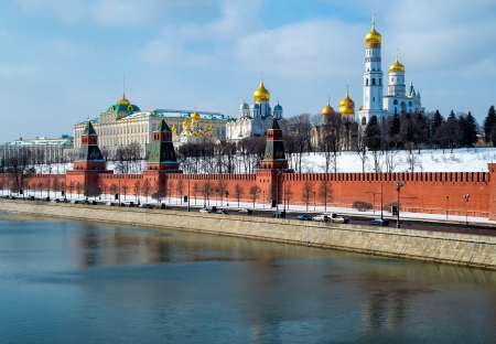 moskva river: Close up view of the Kremlin from the banks of the Moskva River in Moscow, Russia