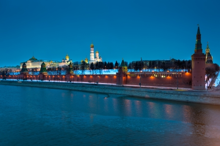 moskva river: The Kremlin from the banks of the Moskva River in Moscow at night in Russian Federation