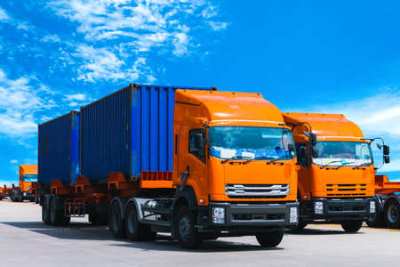 Truck carrying two twenty-foot containers at a port terminal. Container handling, transportation, and shipping. Banque d'images