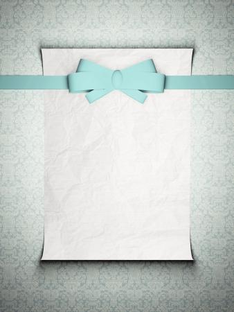 invitation card: Tarjeta de invitaci�n de la boda con una cinta azul en la parte delantera en el fondo de la vendimia en blanco, papel viejo, inserte su propio dise�o.