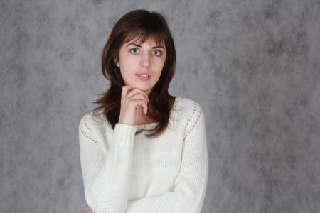 pensiveness: Bella ragazza in bianco donna