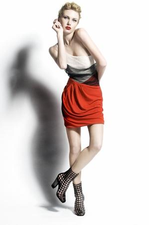 Moda hermosas mujeres en vestido rojo Foto de archivo