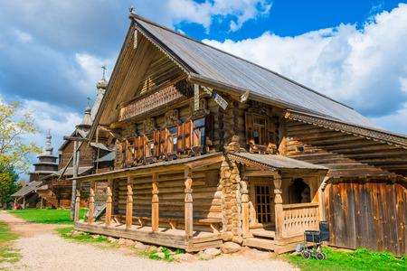 Russische schönen mittelalterlichen Haus in der Ortschaft