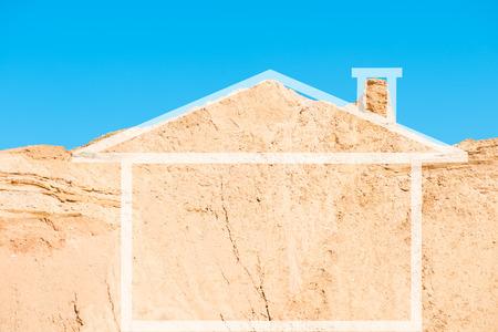 집의 개념적 이미지입니다. 집 형태의 산악 모래 지역