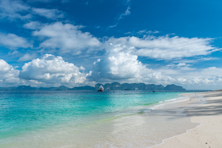 beautiful mountains on the horizon, gorgeous clouds and beautiful scenery Poda island, Thailand 스톡 콘텐츠