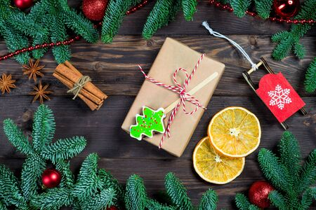 Gift and christmas objects, sweet gingerbread on a dark wooden table set Stockfoto