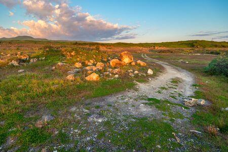 Dirt road across the field in the morning hours, Armenian landscape Stockfoto