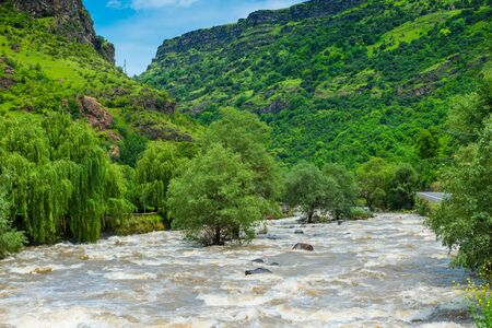 Landscape - a wide stormy and fast river in the mountains of the Caucasus Stockfoto