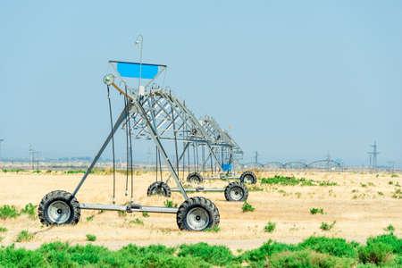 Irrigate Sprayer working in a field of Farm Stockfoto