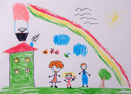 Mom dad and I have a fun family. Childs Drawing of happy family under the rainbow. What a childrens picture can tell. Reklamní fotografie