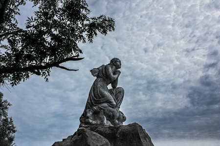 glum: The statue of an angel without wings
