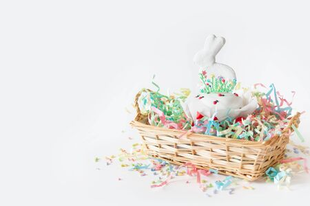Gingerbread Easter bunny in Russian cake. Painted eggs. Orthodox Russian Easter. White background. 免版税图像