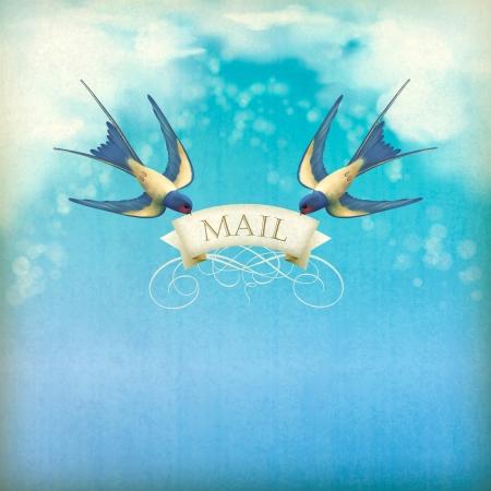 Tragos de correo postal del vintage. Aves de vuelo libre (golondrinas) con la bandera decorativa, correo de texto en un cielo azul de fondo de la naturaleza con las nubes blancas, textura grunge sutil, desenfoques