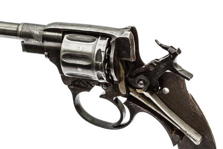martillo: rev�lver desmontado, mecanismo de pistola con el martillo montado, aislado en fondo blanco