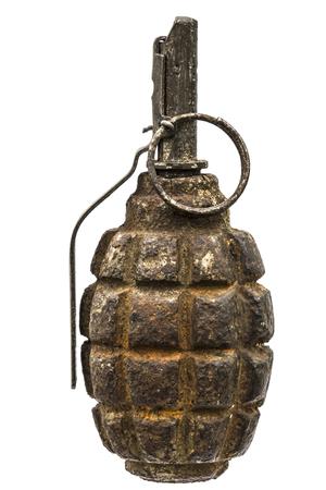 lanzamiento de bala: Vieja granada de combate aislado en un fondo blanco Foto de archivo