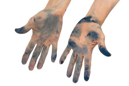 Las manos de la mujer manchadas de tinta, aisladas sobre fondo blanco
