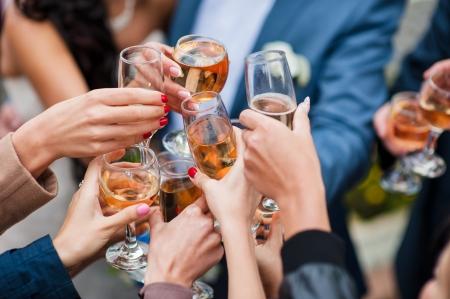 verre de vin blanc et champagne toasts