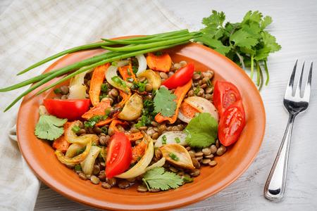 Image focus sélective d'une salade de lentilles