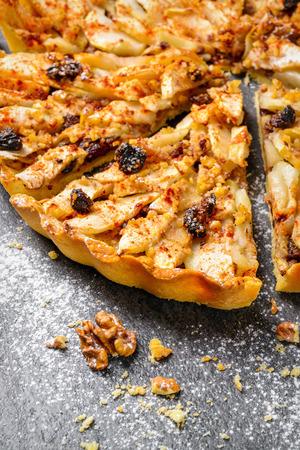 apple tart pie with nuts and raisins 免版税图像