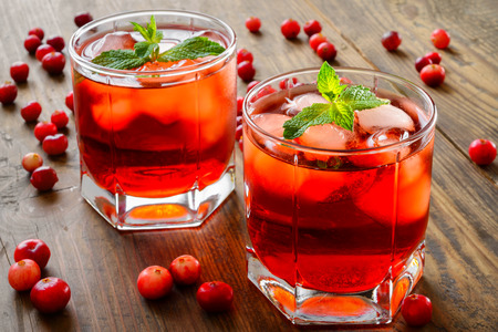 cranberry cocktail with ice and mint
