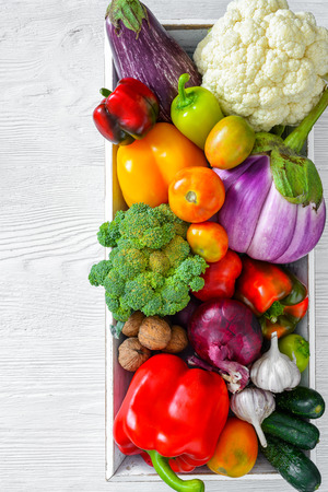 Fresh vegetables on wooden table Stockfoto