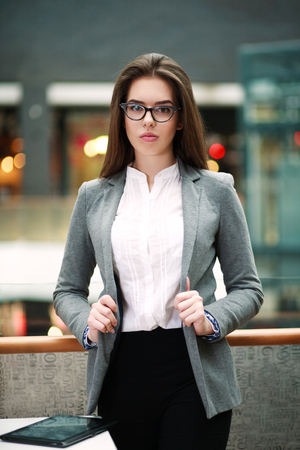 Confident young business woman indoors looking at camera Imagens