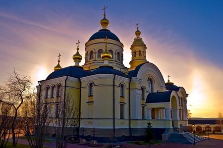 righteous: Temple of Righteous Simeon of gold baths, trees against the sunset sky and sun (Simeon the New Compound Tikhvin nunnery in with. Merkushino Verkhotursk district of Sverdlovsk region)