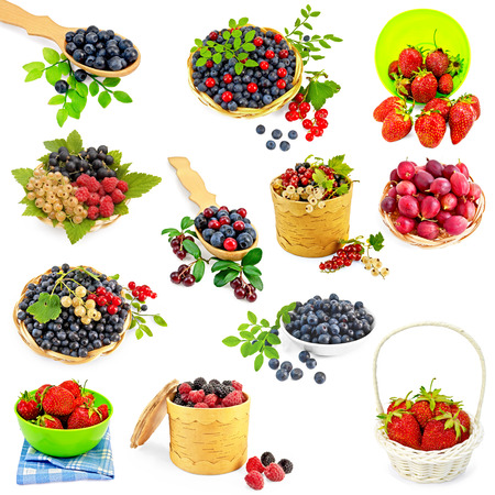 birchen: A set of photos of strawberries, cranberries, raspberries, blackberries, blueberries, white, black and red currants, gooseberries isolated on a white background Stock Photo