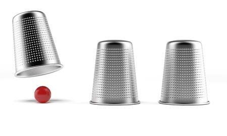 conchas: Un juego de shell tres dedales y una pelota Foto de archivo