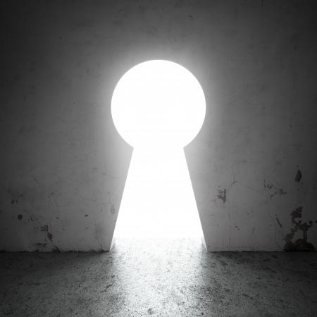 key to freedom: ojo de la cerradura en la pared
