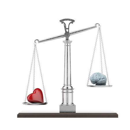 脳と心を白で隔離されるスケール。3 d のレンダリング