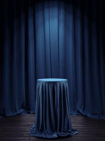 curtains: Mesa cubierta con una tela azul en el interior