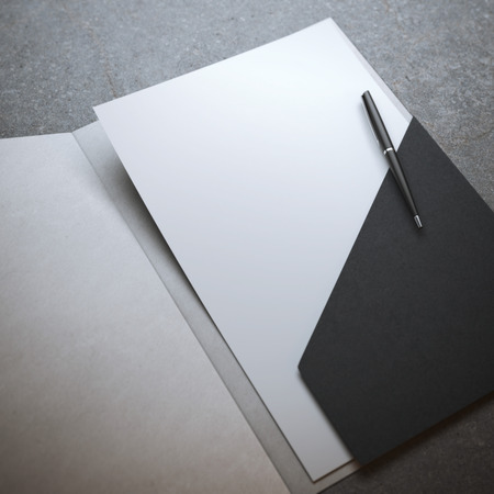 ペンで黒のフォルダー