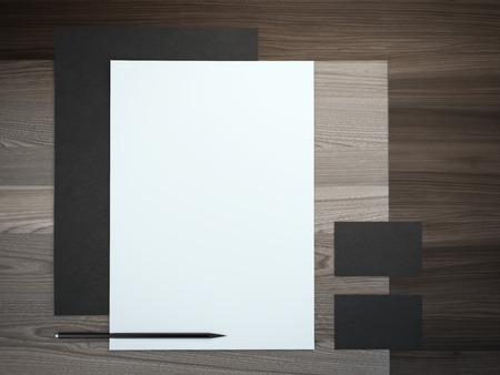 carpetas: Negro marca maqueta sobre la mesa de madera