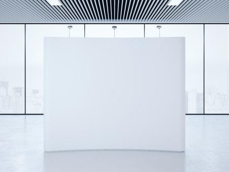 밝은 인테리어에 흰색 빈 전시회 부스. 3d 렌더링