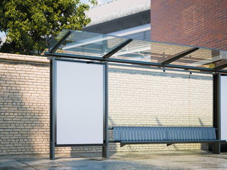 Mockup van lege banner op een bushalte in de moderne stad. 3D-rendering