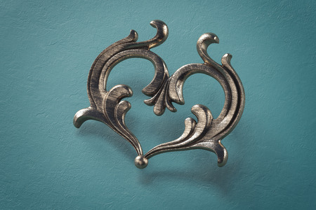Metal in the form of antique victorian heart on blue background. 3d rendering. Banque d'images