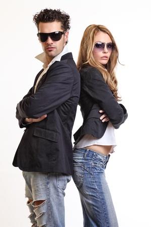 personas de espalda: forma pareja en el estudio
