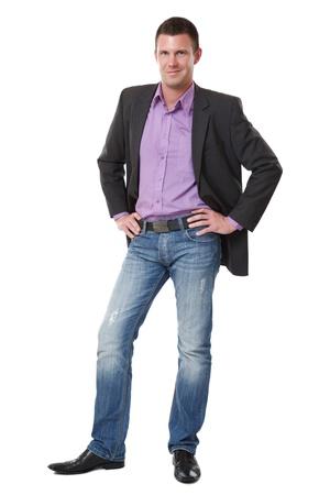 ni�o parado: hombre elegante joven guapo permanente sobre fondo blanco