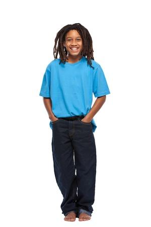 glückliche junge afrikanische Mann isoliert auf weiß Standard-Bild