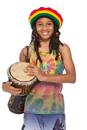 reggae: rasta jeune avec sa conga dans le studio Banque d'images
