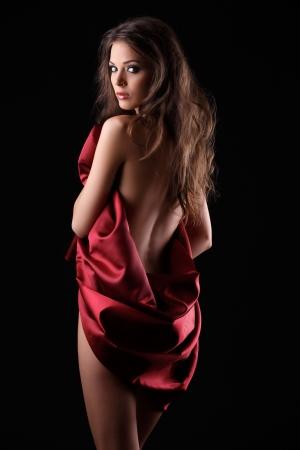 sexy Frau posiert in roten Textil