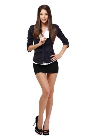 mini jupe: femme mignonne posant sur fond blanc